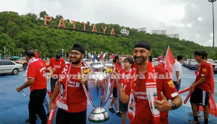Pattaya Thai-Indian die-hard fans of Liverpool FC join in the celebrations.