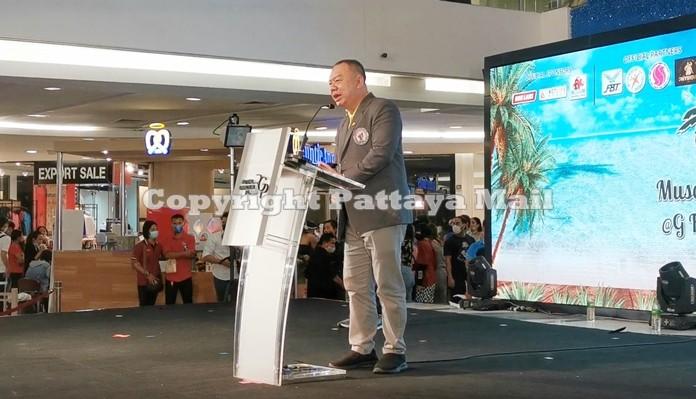 Sukree Supawareekul, President of Thailand Bodybuilding and Physique Sports Association makes his address.