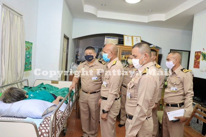 Rear Adm. Utai Chewasutti, Commander Air and Coastal Defence Command together with his entourage paid a visit to Mrs. Pleuk Petchsuwan, 69-year-old mother of Sub Lt. Suradet Petchsuwan to offer assistance for her medical treatment.