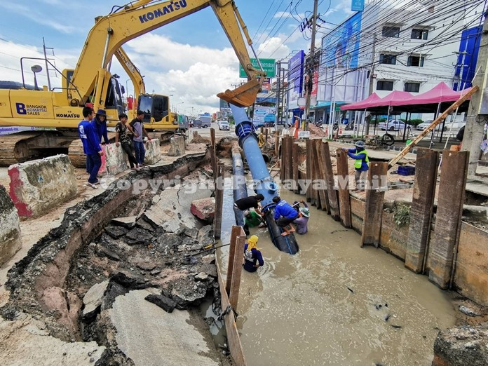 Work on laying new water drainage pipes was the cause of flooding in the Banglamung area.
