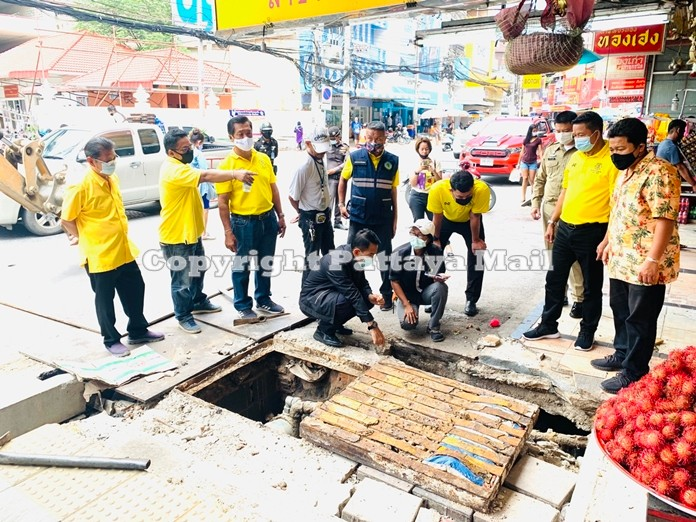 Pattana Boonsawad, Pattaya Deputy Mayor together with the City Sanitary Engineering Office inspect the severely damaged sidewalk.