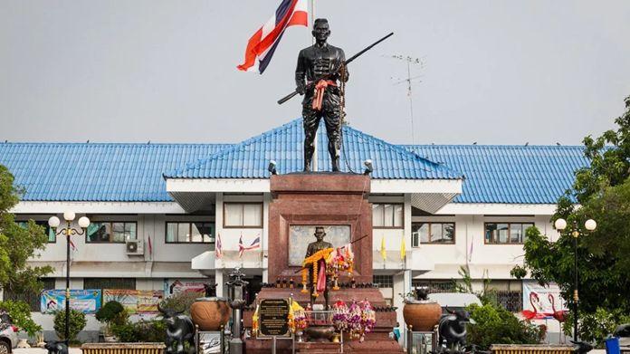 Khun San statue
