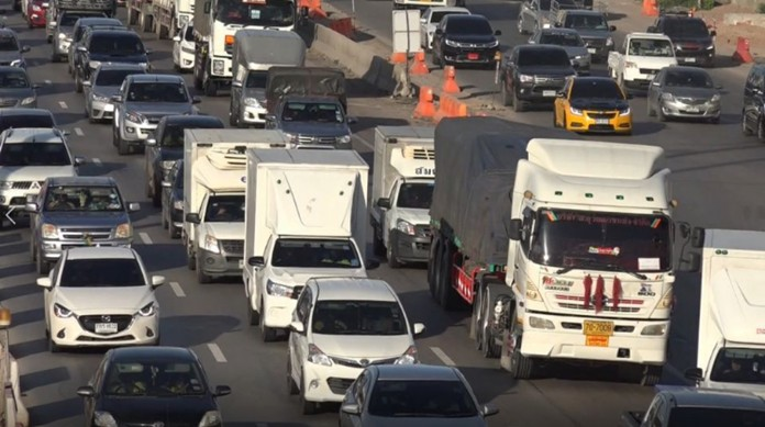 Toll fees are waived for two motorways (Highway 7 Bangkok-Pattaya and Highway 9 on Bang Pa In-Bang Phli) and two expressways (Burapa Vithi and Kanchanapisek) from July 24 to 29 to help people cut travel costs.