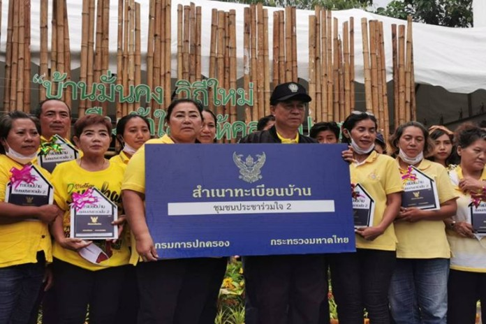 Minister of the Interior Gen Anupong Paojinda observed the construction progress of Pracha Ruamchai 2 community housing unit construction in the Chatuchak district of Bangkok.