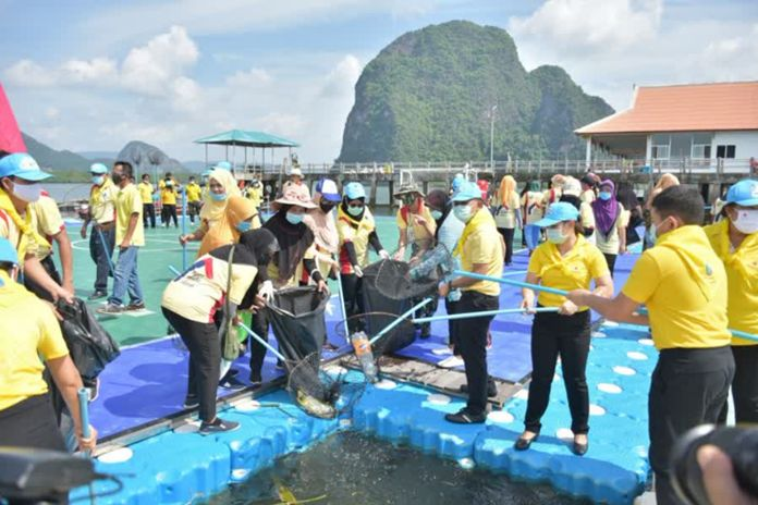Phang Nga residents and business sectors join in a big cleaning events to prepare their attractions to welcome tourists.