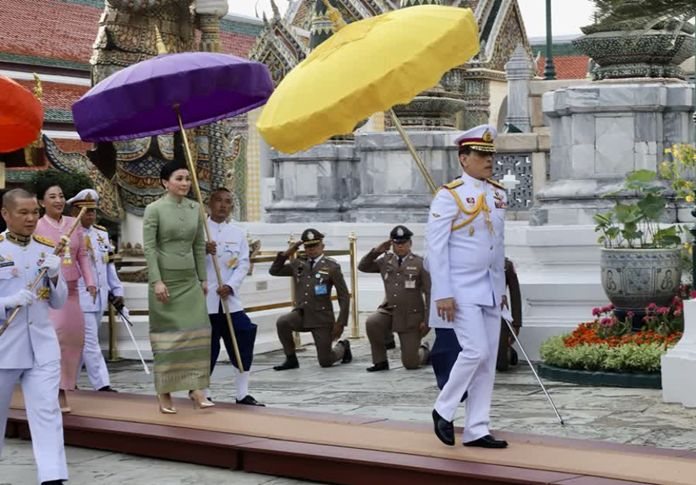 His Majesty King Maha Vajiralongkorn Phra Vajiraklaochaoyuhua has changed the summer season attire of Phra Putta Maha Mani Ratana Patimakorn, or the Emerald Buddha, to mark the beginning of the rainy season.