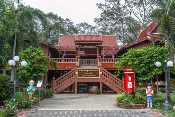 Ban Bang Sadet Court Doll Centre