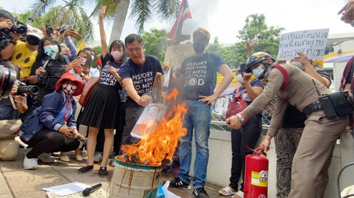 Protesters burned the photos of Prayut and Deputy Prime Minister and leader of the ruling Palang Pracharath Party Prawit Wongsuwan.