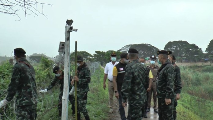 Thai army troops, police and administrative officers of the border town of Mae Sot, Tak province, inspected security posts along the Meoi River which is a natural borderline.