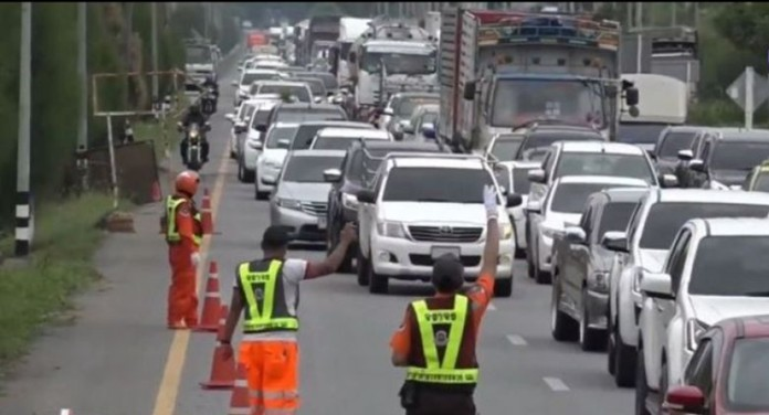 The Highways Department waives tolls on Highway 7 (Bangkok-Chon Buri) and Highway 9 (Bangkok's eastern ring road) from July 3 to midnight of July 8 to facilitate traffic flows.