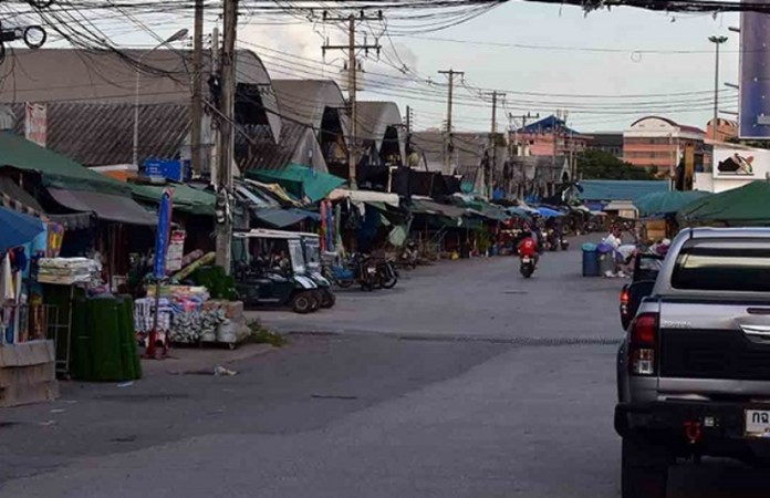 Sa Kaeo province border crossing in need for reopening as Cambodian vendors are ready to take their merchandise from the Thai side back to Cambodian town off Poipet on July 15.