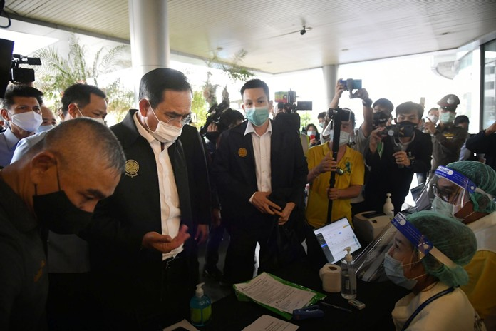 Later the PM greeted the local people who came to get tests for COVID-19 at the biosafety mobile units and the medical team.