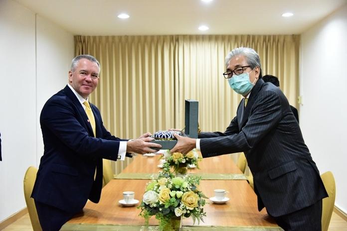 Deputy Prime Minister Somkid Jatusripitak (right) welcomed the U.S. Ambassador to Thailand, H. E. Michael George DeSombre (left).