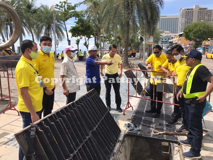 Pattaya Deputy Mayor Pattana Boonsawad(center) and his team from city hall inspects the drainage system on Beach road opposite Soi 6.