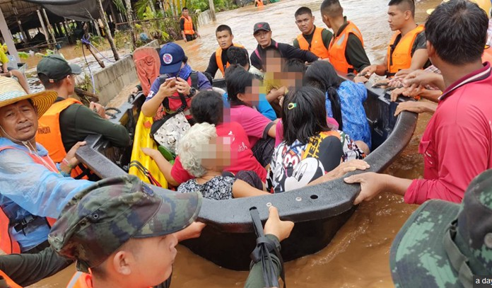 The rescuing order responded to flash floods in six sub-districts of the provincial seat, Chiang Khan and Pak Chom districts in the northeastern province on Aug 1 night.