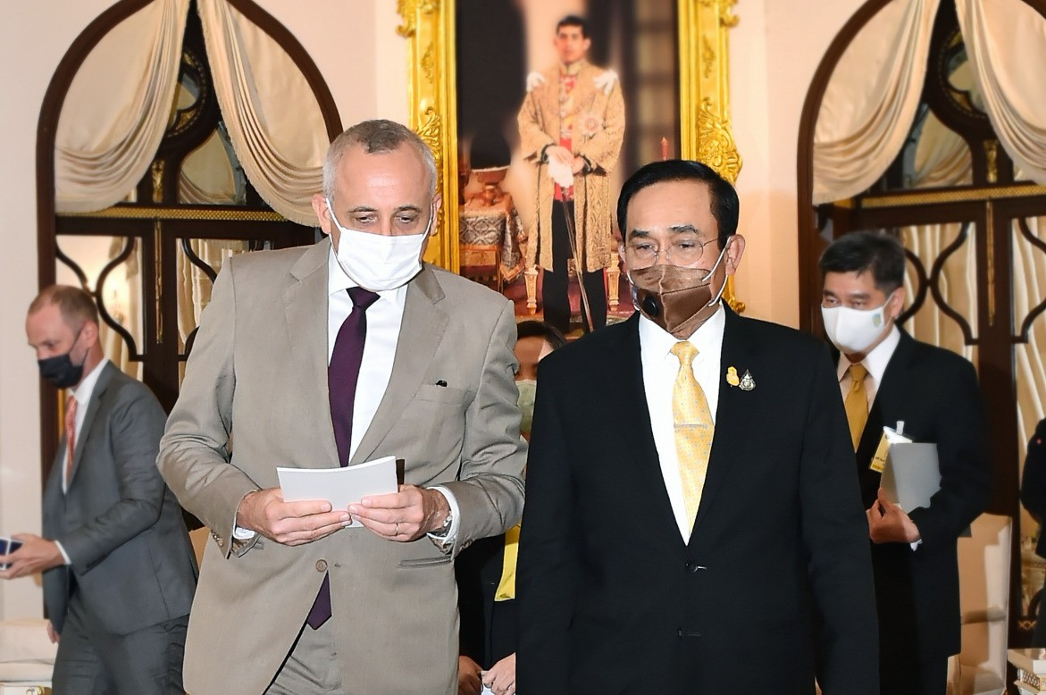 H.E. Mr. Philippe Kridelka, Ambassador of the Kingdom of Belgium to Thailand (left), and Prime Minister and Defense Minister, Gen. Prayut Chan-o-cha.