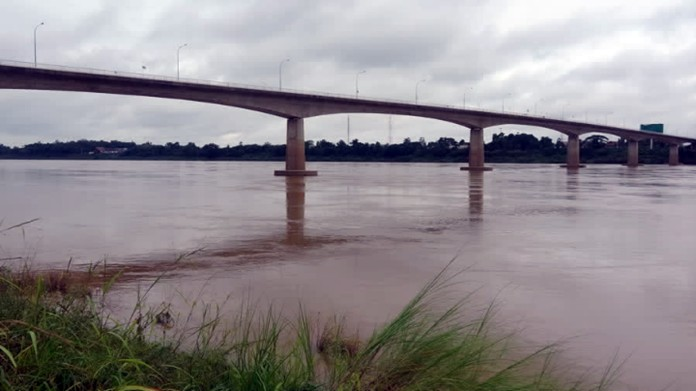 Nong Khai is now preparing for a large volume of water from Loei province, expected to reach the province in 18-20 hours.