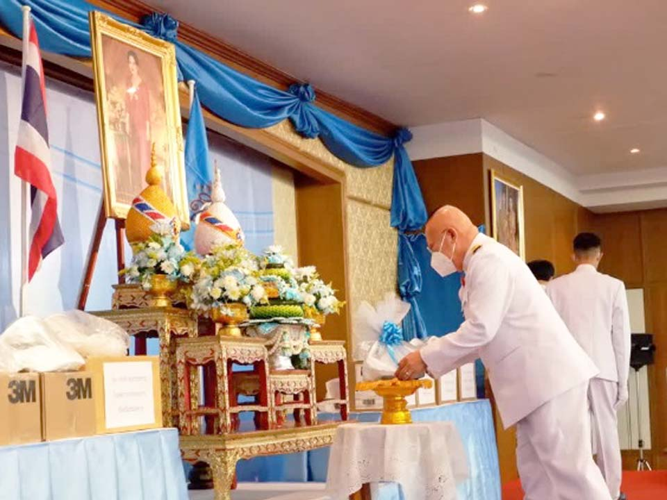t 09 Her Majesty Queen Sirikit the Queen Mother donates medical equipment to Nong Kai Hospital